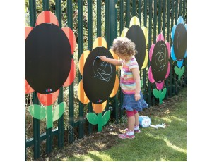 OUTDOOR MARK MAKING DAISES